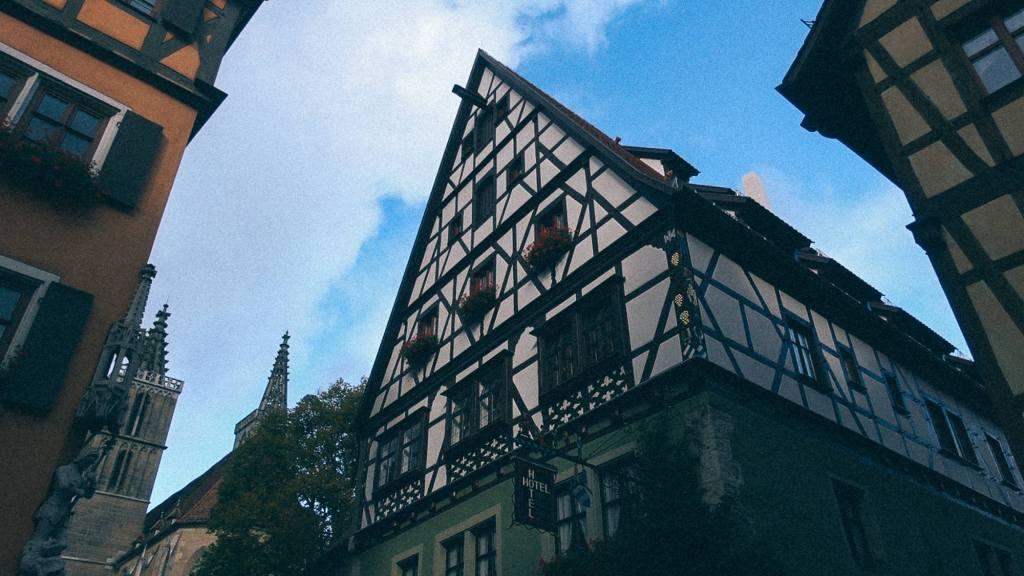 A Receita Federal vai te ferrar? Grandiosa residência em estilo alemão