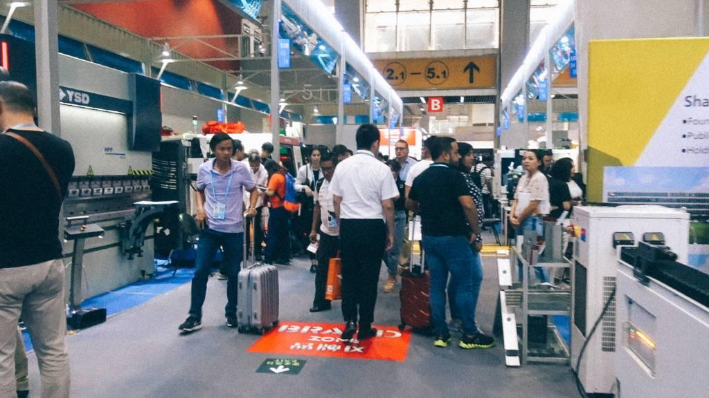 3 tipos de venda para negócios na China Imagens de passageiros em aeroporto