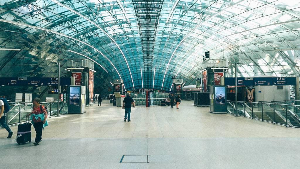 Como escolher um bom produto da China? Arquitetura com vidros em aeroporto