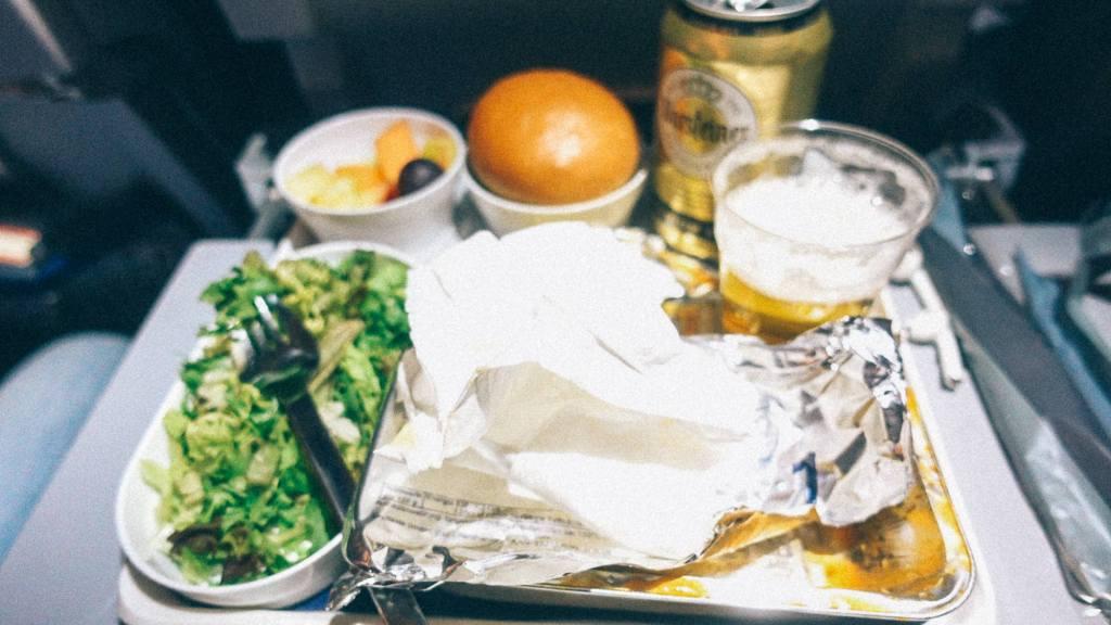 Como definir sua margem de lucro na importação Comida de avião com cerveja