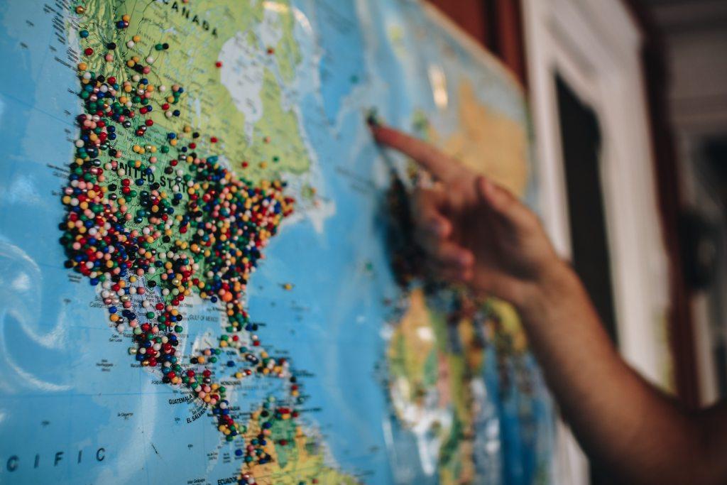 Entenda o que seu cliente quer Mapa de parede com alfinetes