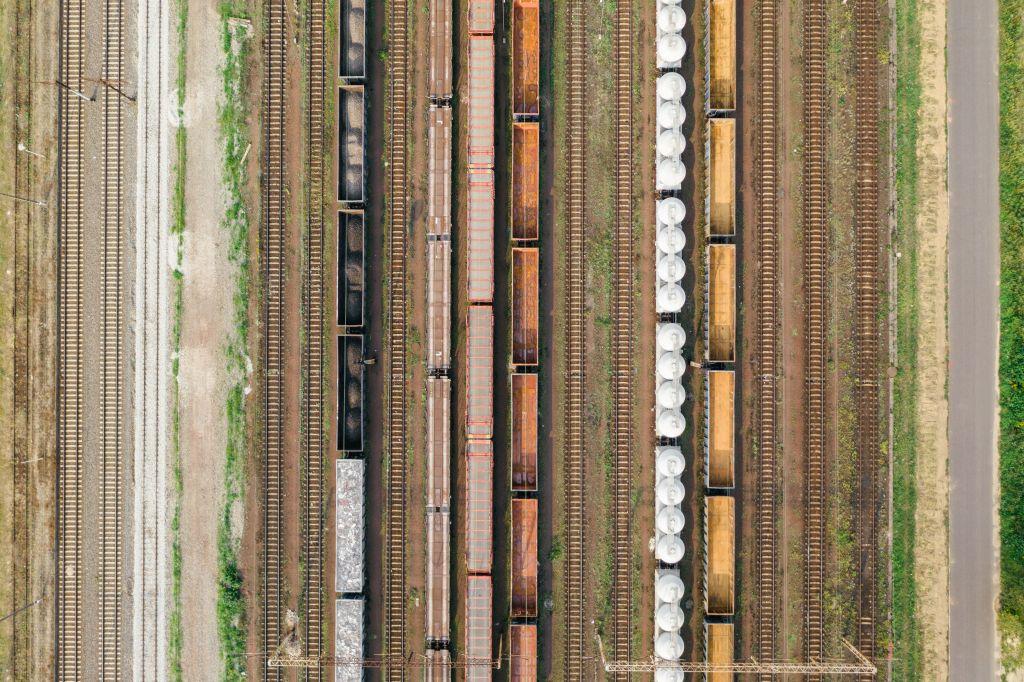 Como calcular os custos de importação Trilhos de trem
