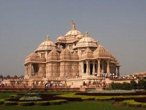 Templo de Delhi. Autor: Swaminarayan Sanstha publicado sob licença Creative Commons Sharealike Attribution 3.0