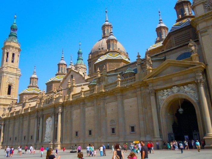 Passeio no centro histórico de Saragoça