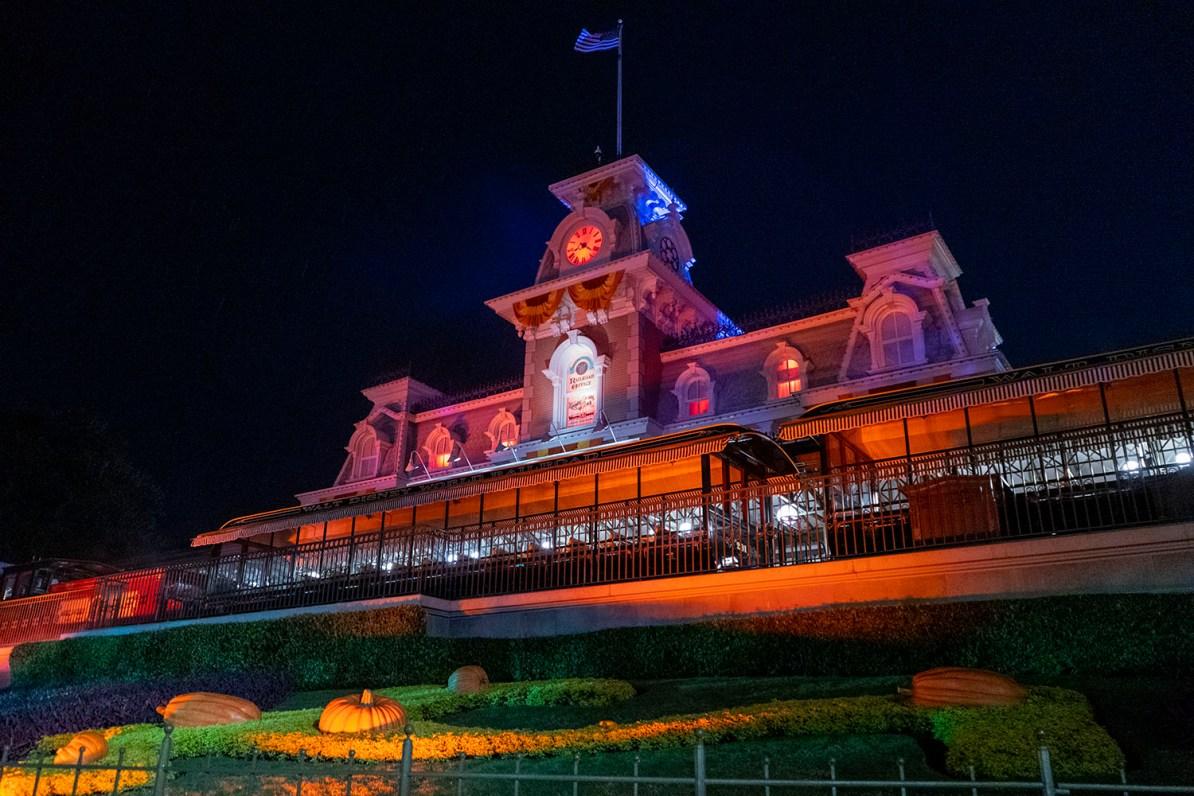 Entrada do Magic Kingdom no Halloween