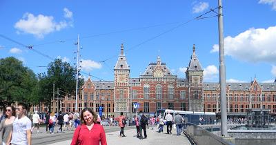 AMSTERDAM – Estação Central – Trens, arquitetura e música