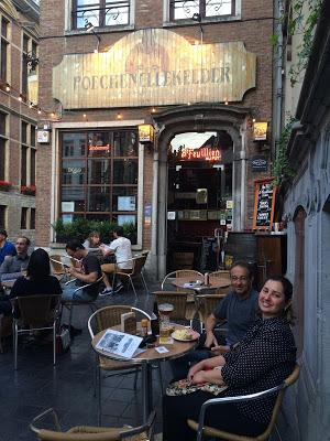 Poechenellekelder, um bar bacana em Bruxelas
