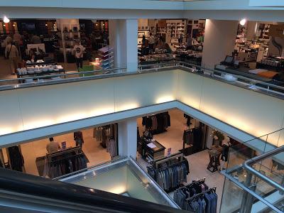 Amsterdam – Conheça a De Bijenkorf, uma loja de departamentos Premium