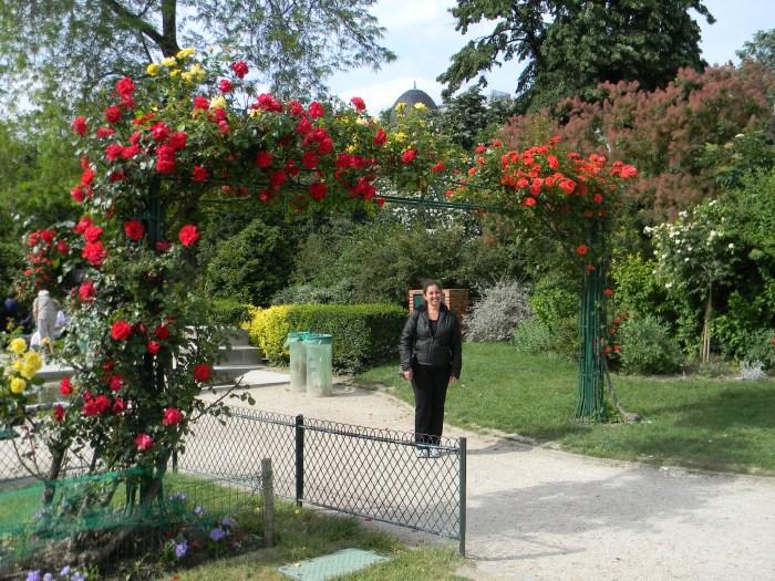 Jardim próximo à Torre Eiffel