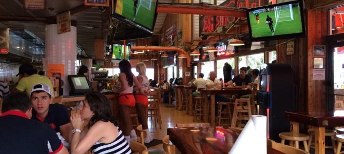 Hooters, o bar das garçonetes sensuais em Miami
