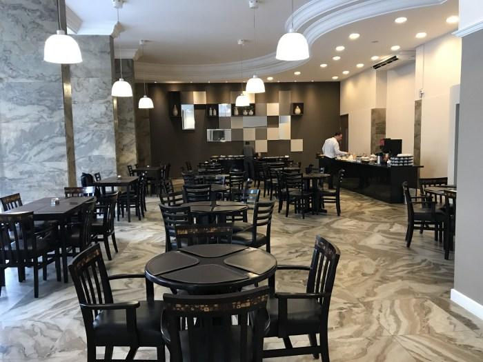 Amplo e confortável restaurante