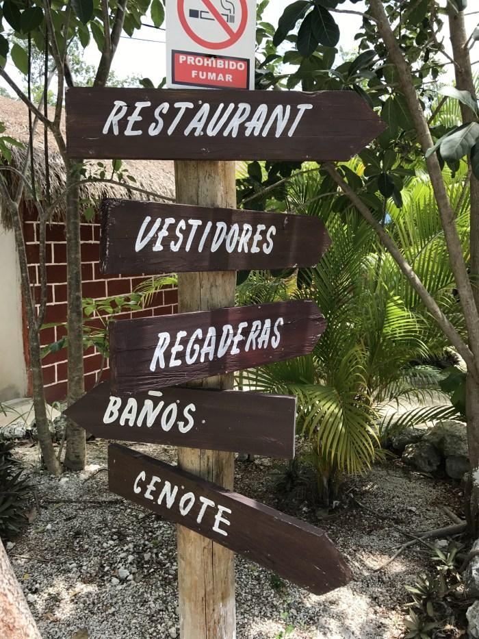 Placas indicativas do Cenote