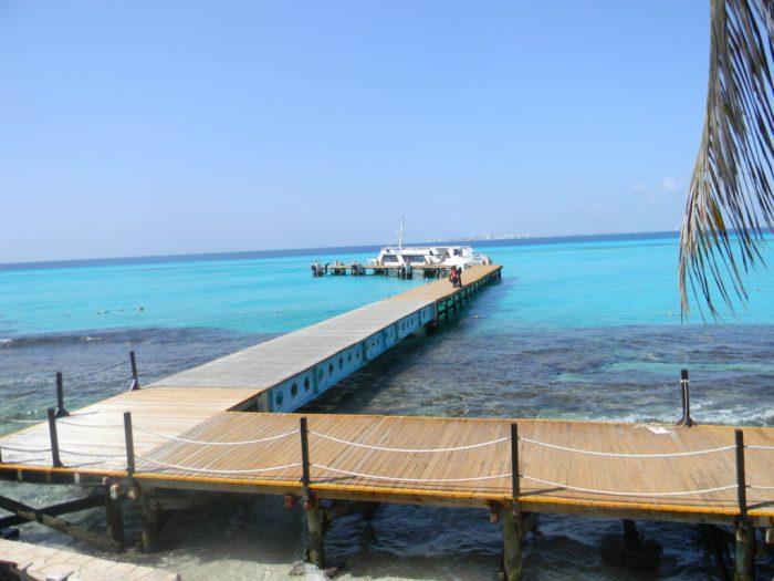 Pier do Parque Garrafón, Isla Mujeres, com Cancun ao fundo
