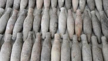 1079169_645x344-700-bottles-containing-ancient-antidepressants-heart-medication-found-in-istanbul-1476622340504