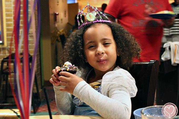 disneyland birthday, goofys kitchen, first disneyland trip, disneyland resport, character dining, vegas blogger, latina blogger