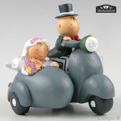 Figura Pastel Pit & Pita Moto Vespa con Sidecar Hucha 17 cms