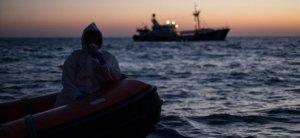 41 μετανάστες, συμπεριλαμβανομένου ενός παιδιού, έχασαν τη ζωή τους σε μια βάρκα βυθισμένη στην Τύνιδα