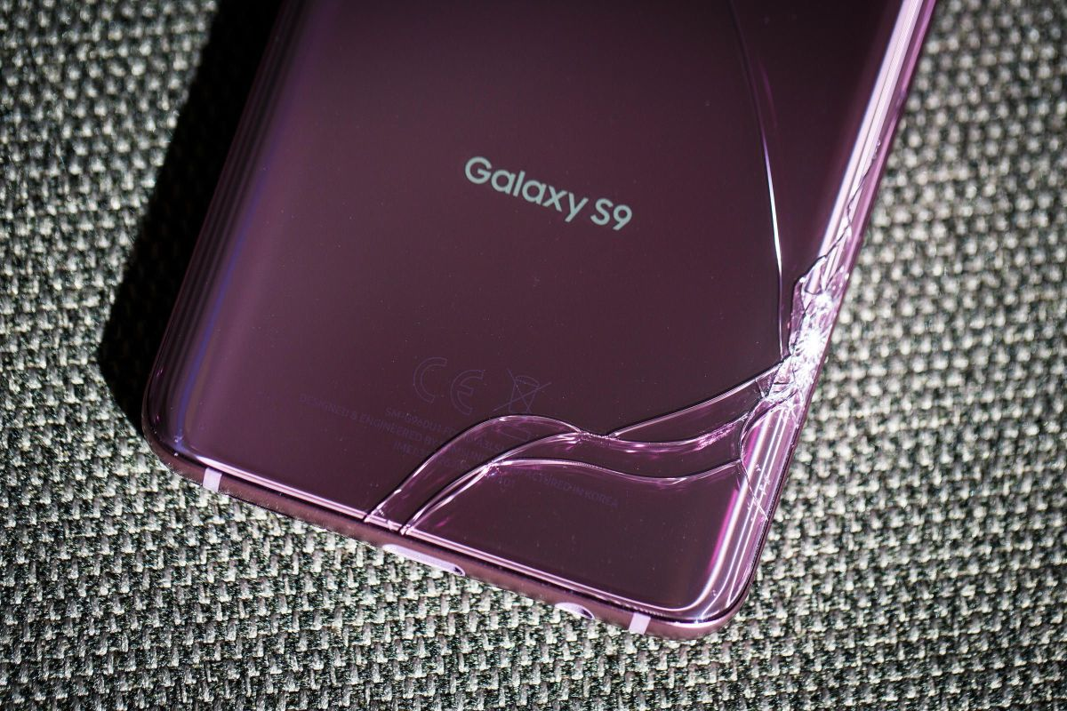 Here's how much it costs to fix broken glass on the Samsung Galaxy S9 and S9 Plus