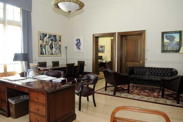 Oficina, puerta abierta