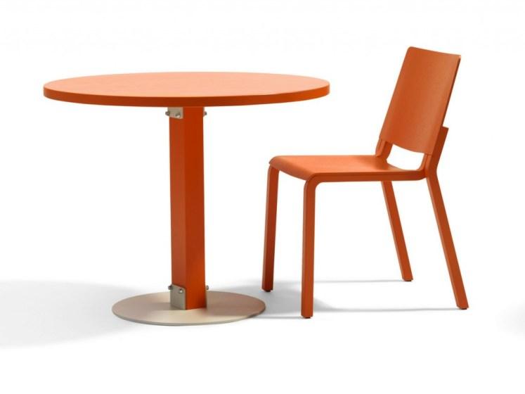 Mesas redondas y sillas