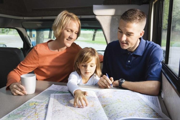 Familia viaja en casa rodante
