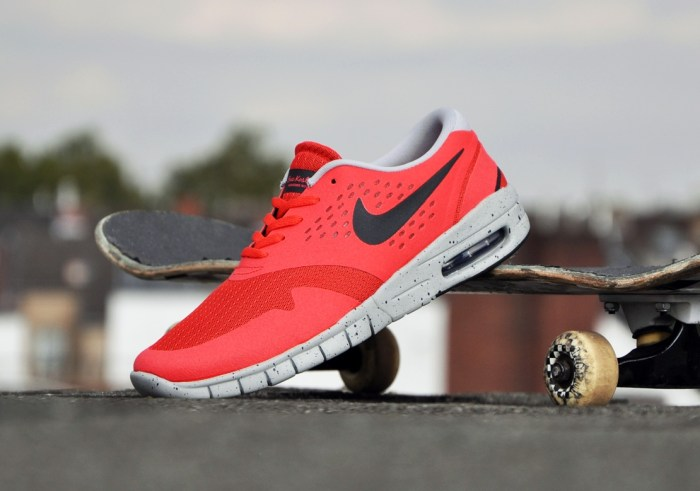 Nike-Eric-Koston-2-Max-lt-crimson-black-base-grey_b6