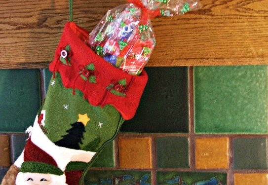 Stuffing the Stocking for Healthy Teeth with Colgate Holiday Packs