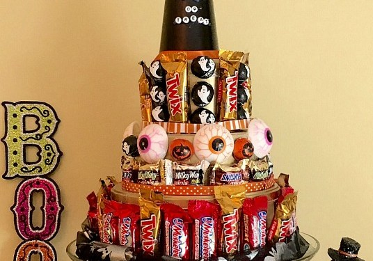 DIY Halloween Candy Cake