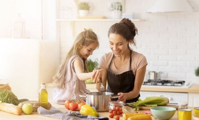 Ways To Encourage a Picky Eater To Try New Things