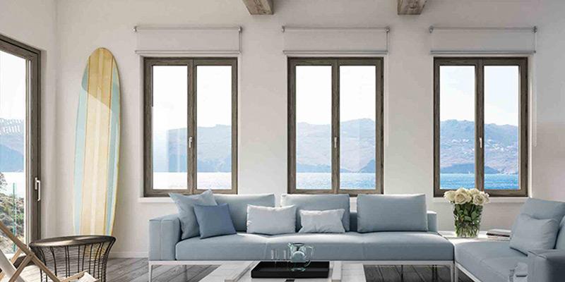 soggiorno con finestre in PVC