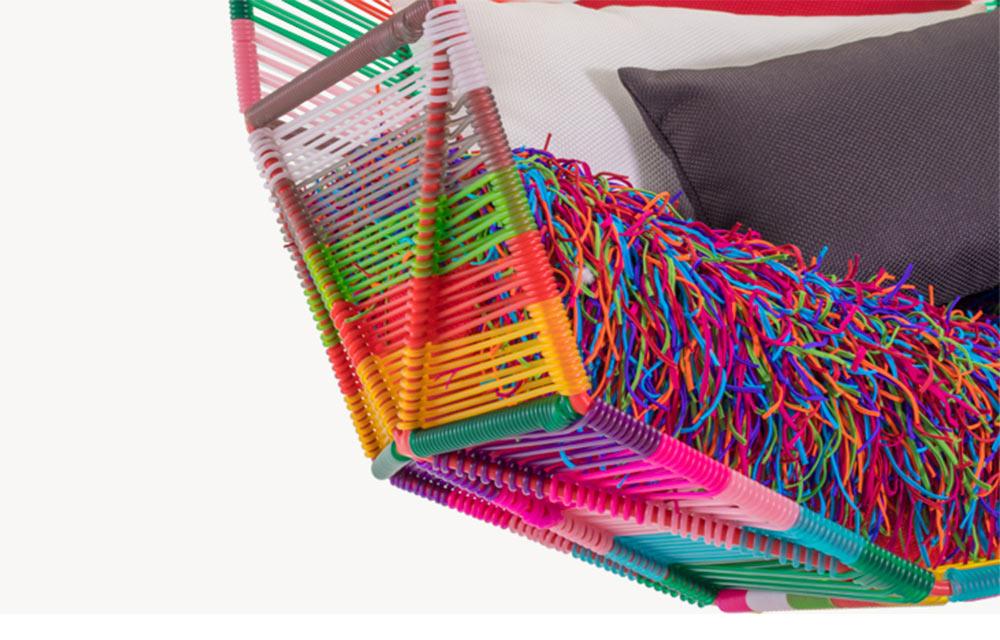 seduta multicolor sospesa
