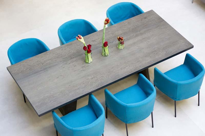 poltroncine azzurre di Piero Lissoni per Living Divani