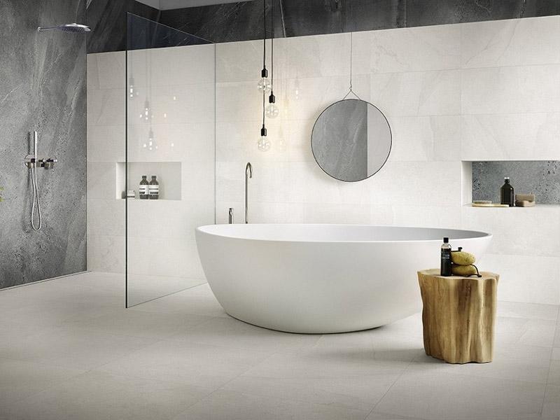 bagno moderno con vasca freestanding