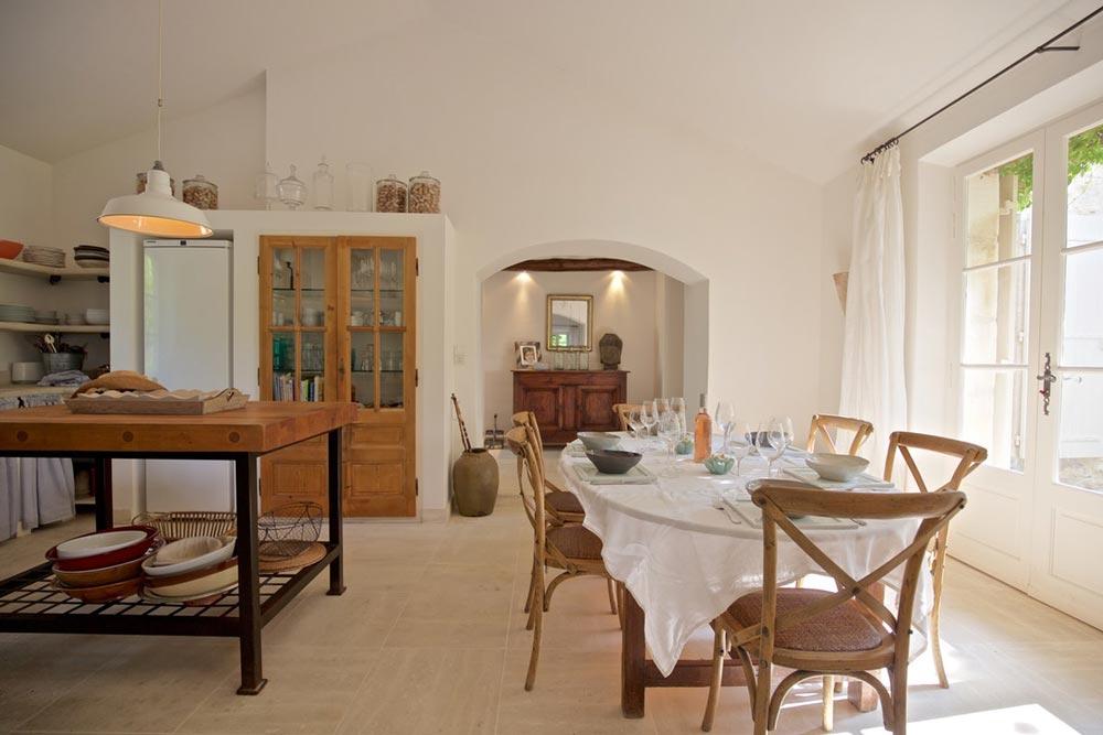 Piscine, table d'hôtes, cave à vin,. Interni Case Di Campagna Ispirazioni Bucoliche Dettagli Home Decor