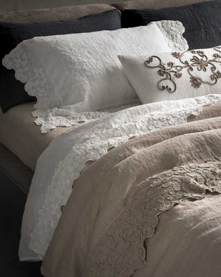 Lenzuola  divani e tende su misura a Casorate Sempione  Varese