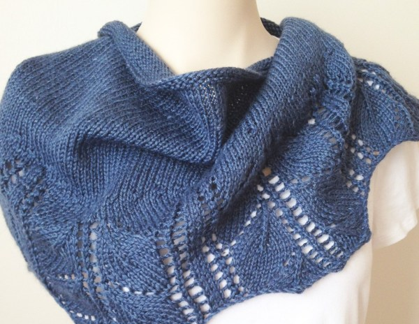 Knitting Pattern - Leaves Shawl - Deux Brins de Maille