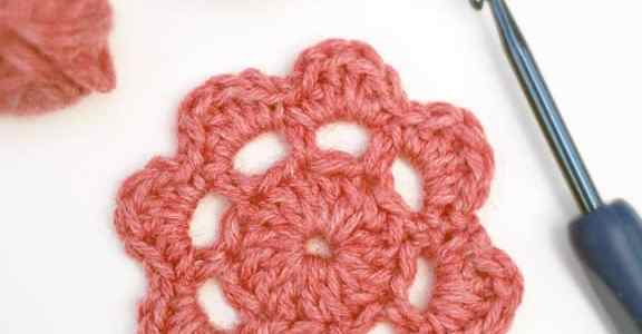 Free Crochet Motif Pattern, a little flower