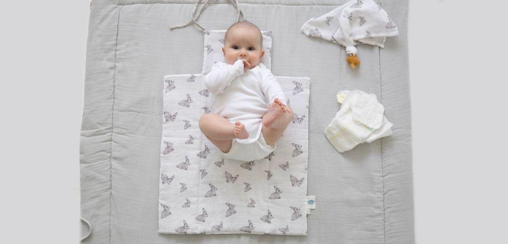 anneler-icin-temiz-ve-pratik-bebek-alt-acma-onerileri