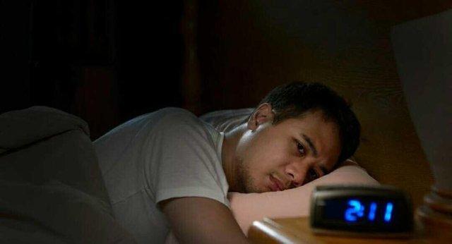 Kopi atau Rokok, Mana Yang Paling Membuat Tidurmu Sulit?