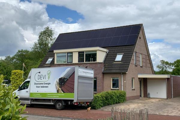 Zonnepanelen-installatie-mei-familie-Wedekind-en-Brandsma-uit-Oldeberkoop-dubbele-plaatsing