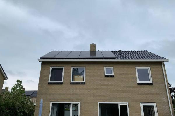 zonnepanelen_installatie_juni_2_2019_de_Jong_Buitenpost
