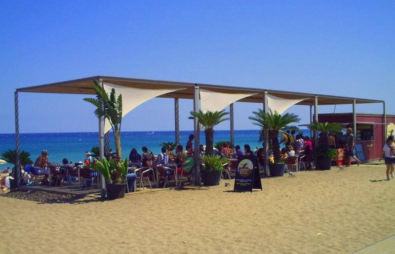 Chiringuitos en las playas de Barcelona