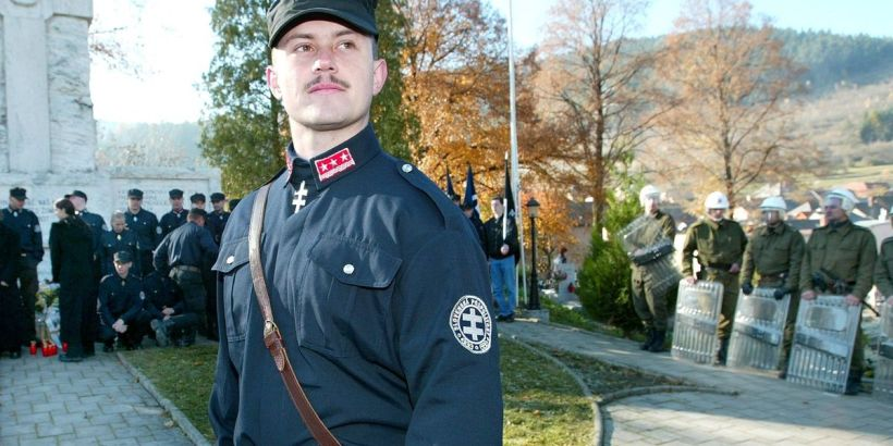 Kotleba v náckovské uniformě