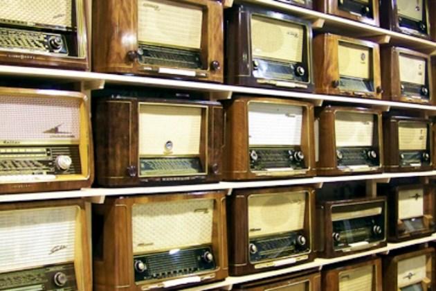 Hoje é o dia mundial do rádio, ele está velhinho, mas não está GAGÁ