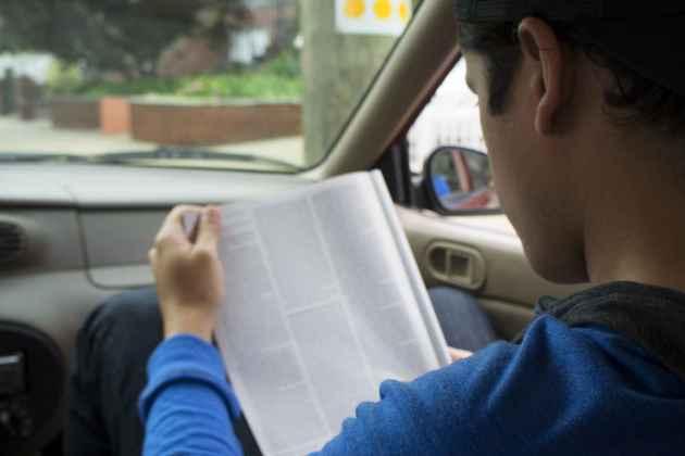 Por que temos náusea ao ler no ônibus?