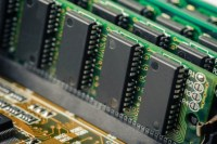 Terahertz radiation could speed up computer memory by 1000 times