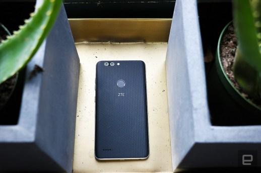 ZTE's latest big-screen phone packs dual cameras for $129 | DeviceDaily.com
