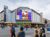 In eBay's DOOH campaign, the weather plays a starring role
