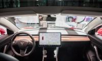 Siri can now talk to Tesla's Model 3