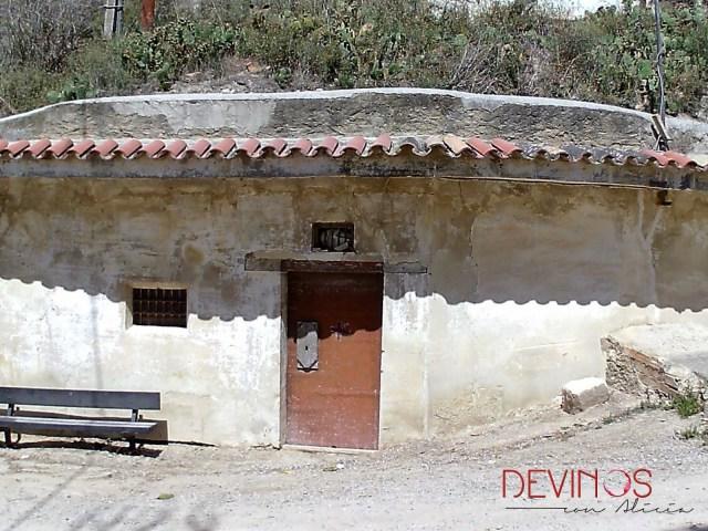 Bodegas en cerro de Campo de Borja, propiedad de Bodegas Ruberte. Fuente: Devinos con Alicia
